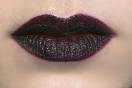 labbra rosso scuro trucco