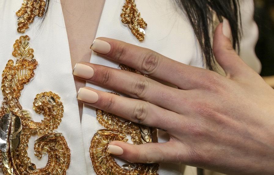 Smalto beige opaco french manicure inverno 2016-2017