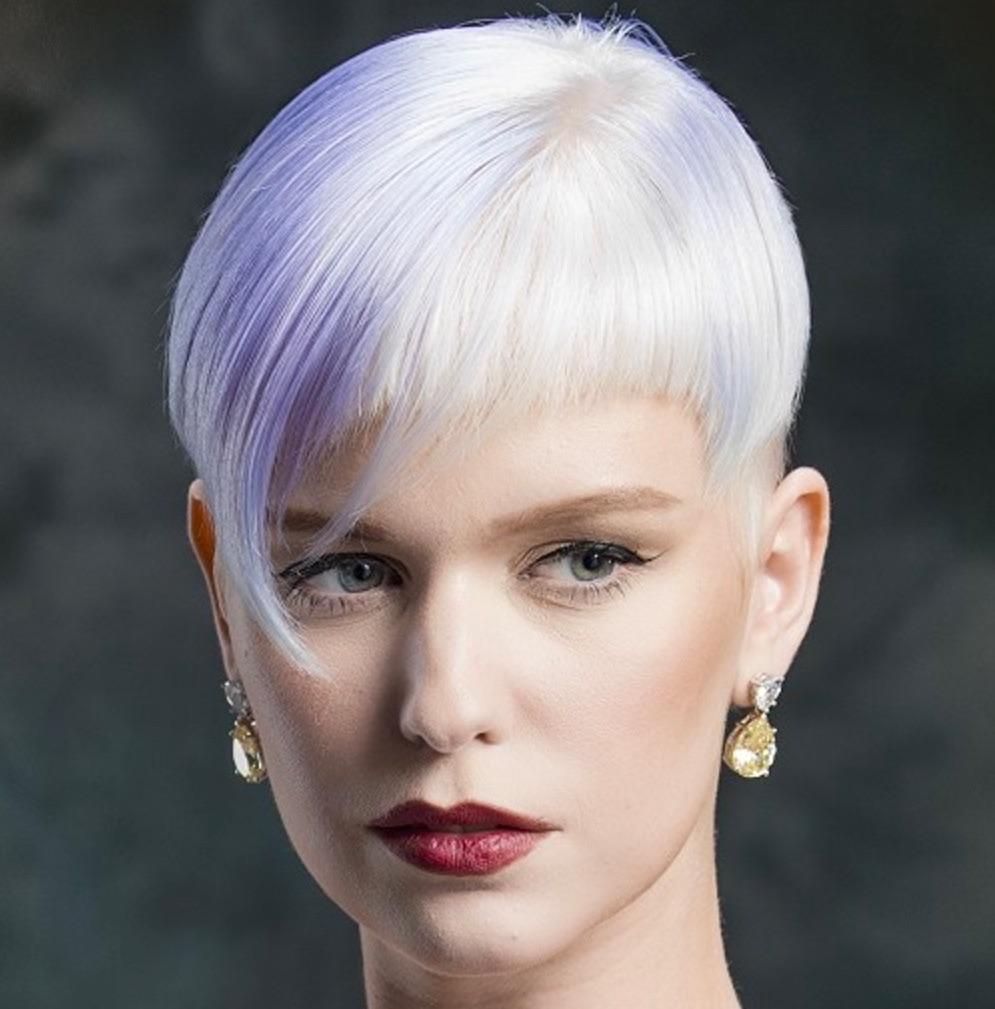Tagli capelli corti color platino