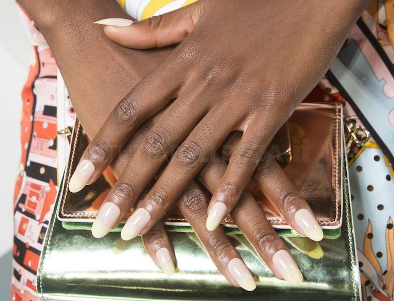 manicure unghie a mandorla estate 2018_