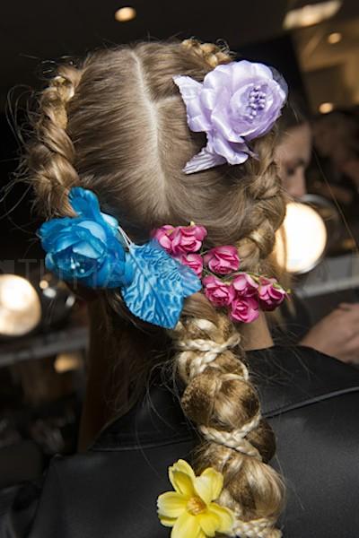 capelli treccia e fiori