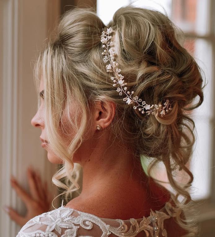 capelli sposa acconciatura coroncina gioiello inverno 2018