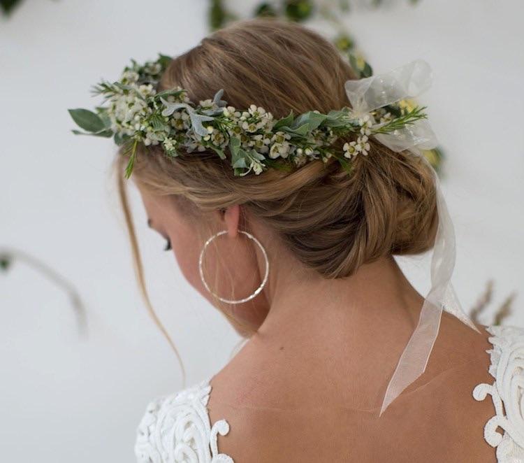 sposa inverno 2018-2019-acconciatura coroncina fiori