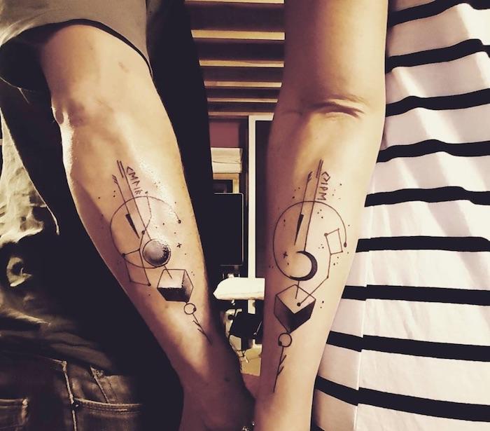 tatuaggi complementari al braccio per coppia