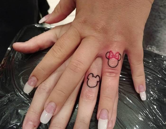 tatuaggi dita minnnie topolino