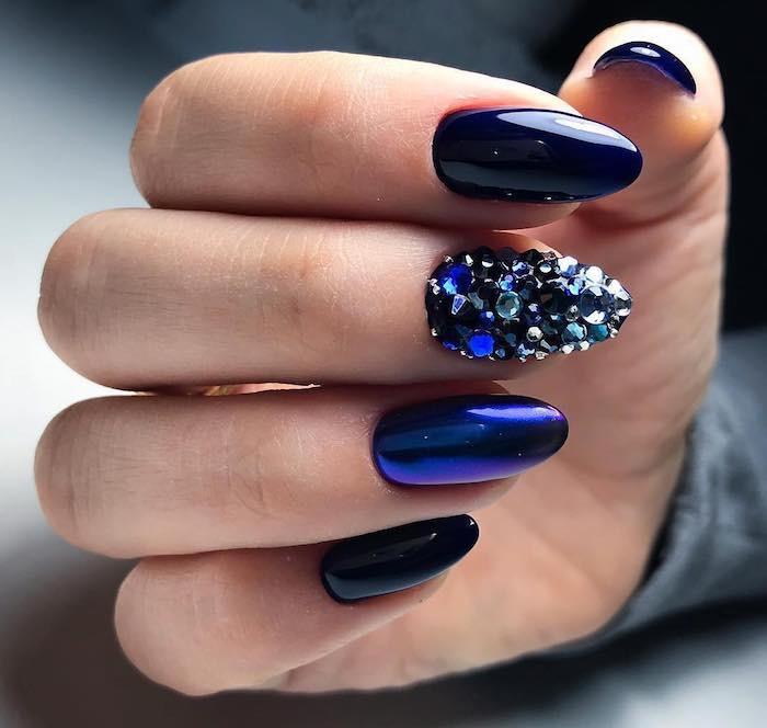 unghie per natale blu gioiello
