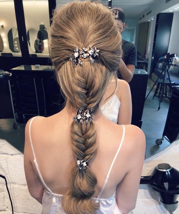 capelli moda sposa 2018-trecce fermaglio gioiello