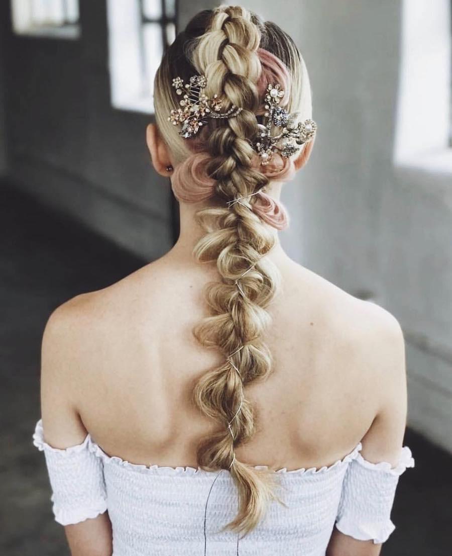 Capelli sposa 2018  23 modi per portare le trecce. Foto e idee 2456ab71eef5