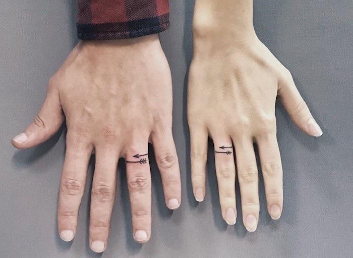 tatto di coppia uguale dita