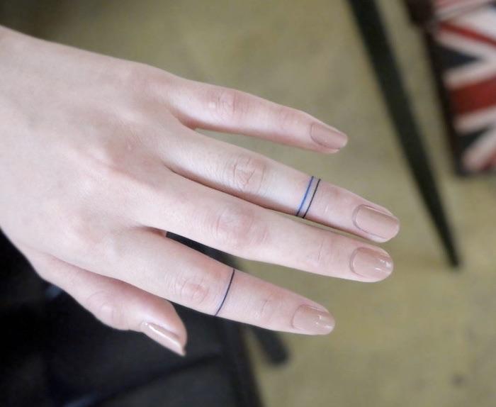 tatto dita donna a forma di anello