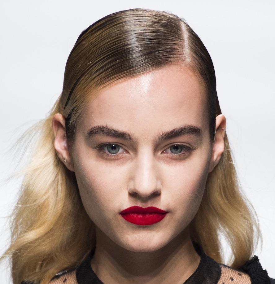 capelli effetto bagnato lisci estate 2018