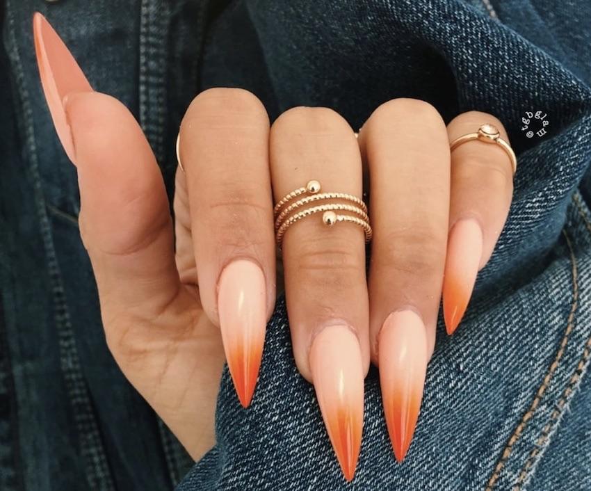 Unghie Stiletto ombre estate 2018 rosa arancio