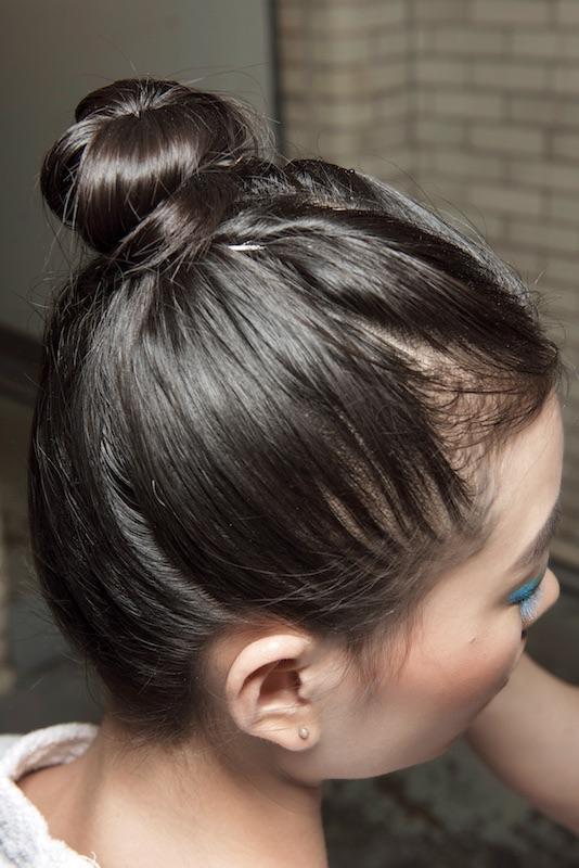 capelli-moda-inverno-2018-chignon-alto-tirato