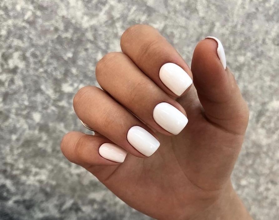 smalto bianco manicure estiva 2018