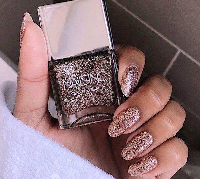 unghie per natale 2018 glitter oro rosa