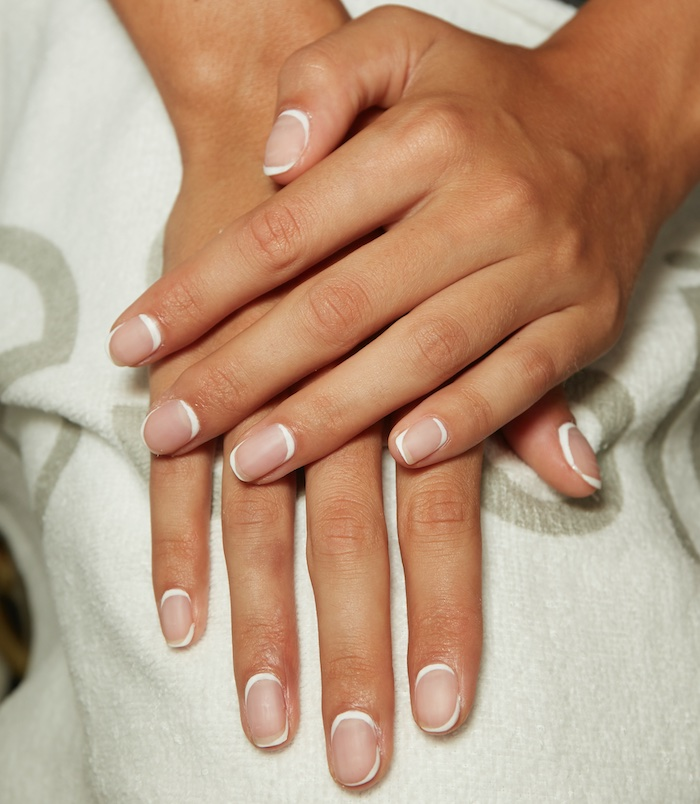 french manicure 2020 unghie corte