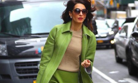Amal Clooney news look verde burberry