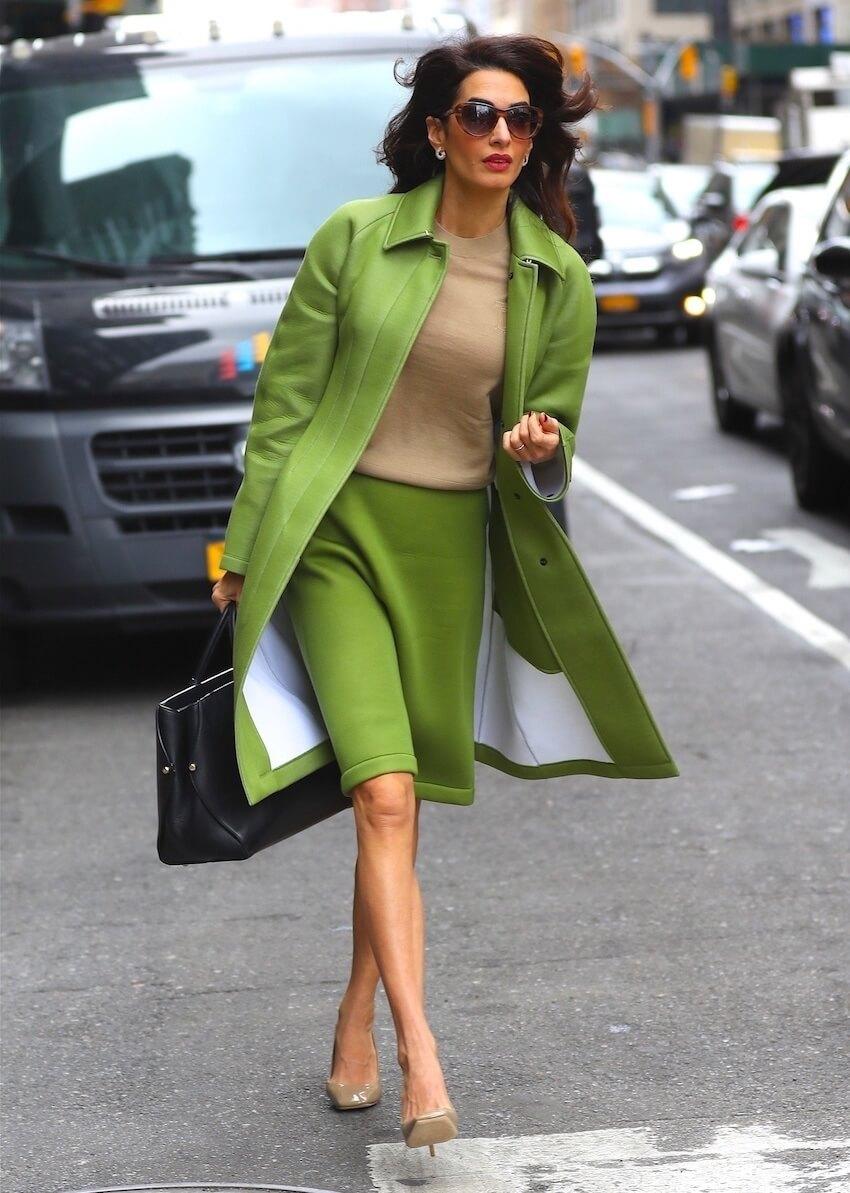 Amal Clooney ultimo look verde burberry 2019
